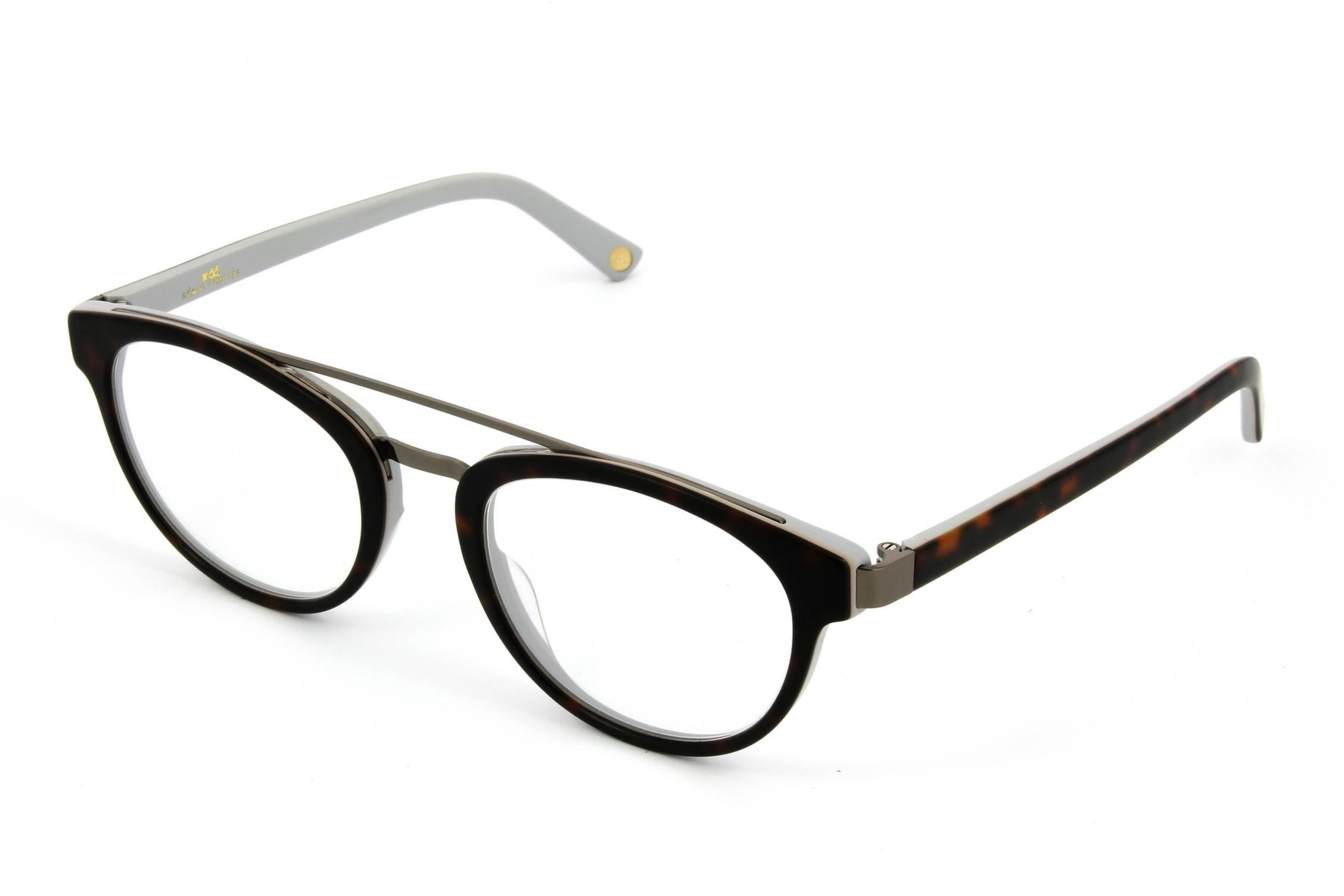 ma paire de lunettes m offre un look chic. Black Bedroom Furniture Sets. Home Design Ideas